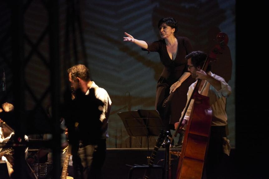 Teatro Menotti | NAPULE E'…N'ATA STORIA con Mariangela D'Abbraccio dal 2aprile