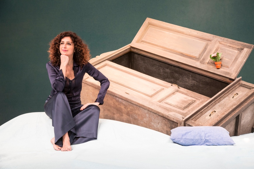 Teatro Lyrick | Il 20 marzo SENTO LA TERRA GIRARE con TeresaMannino