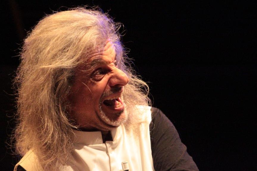 Teatro Vittoria | TRASCENDI E SALI di e con Alessandro Bergonzoni dal 26marzo