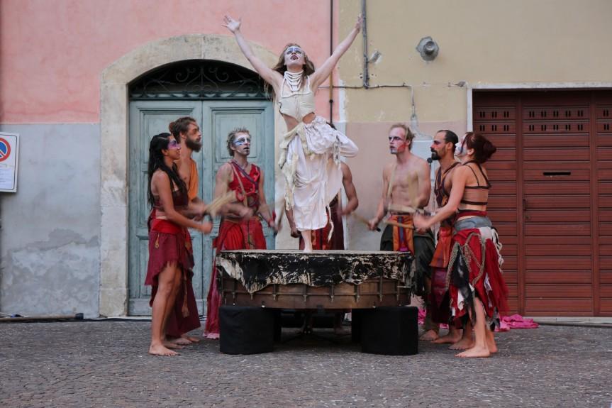 INEUROFF, il festival diTeatro UrbanoeNuovo Circo in Piazza di SanCosimato