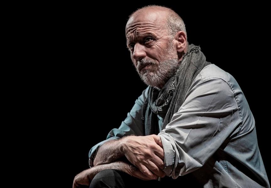 Recensione | NEL TEMPO DEGLI DEI, Enrico Paolini moderno Ulisse al teatro Storchi diModena